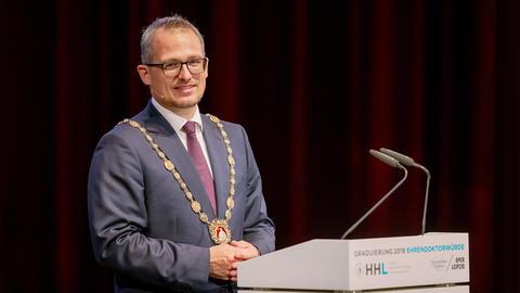 Prof. Dr. Stephan Stubner, Rektor der HHL, in Nahaufnahme.