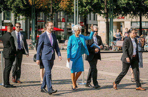 Die Präsidentin der Europäischen Zentralbank Christine Lagarde auf dem Weg zur Festveranstaltung.